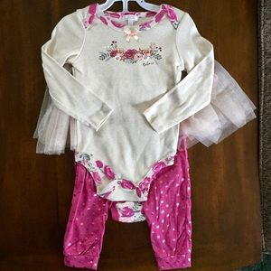 Tahari baby 4 piece floral set. Sparkly tulle